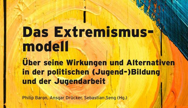 Ein gelber Strudel im Hintergrund. Im Vordergrund steht der Buchtitel geschrieben:Das Extremismusmodell - Über seine Wirkungen und Alternativen in der politischen (Jugend-)Bildung und der Jugendarbeit