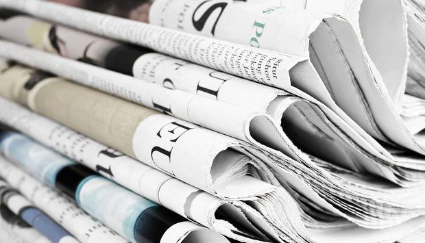 Ein Zeitungsstapel von Ausgaben der Süddeutschen Zeitung