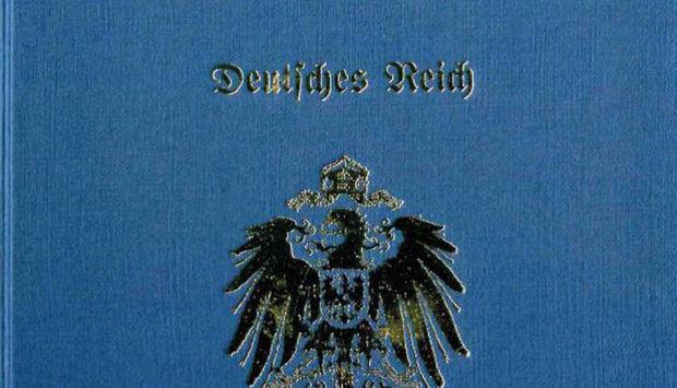 Ein Bildausschnitt eines Reichsbürger-Passes. Blauer Hintergrund, daraf ist ein Reichsadler und der Schriftzug Deutsches Reich in altdeutscher Schrift.