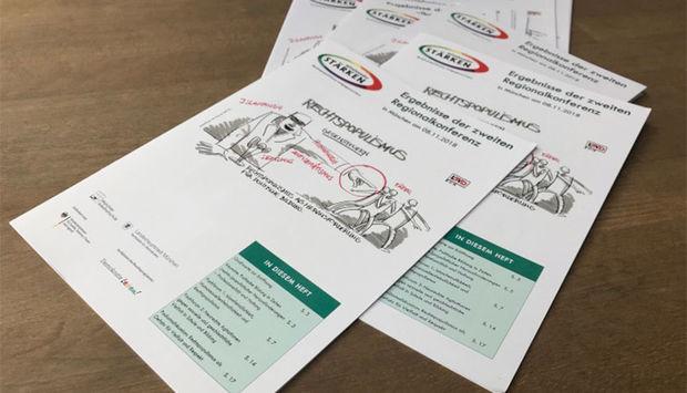 """Ein Foto zeigt mehrere Exemplare der Publikation """"Miteinander stärken"""", ein Projekt des LSVD"""