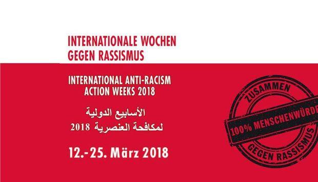 """Auf dem Bild steht """"Internationale Woche gegen Rassismus"""" auf deutsch, englisch und arabisch."""