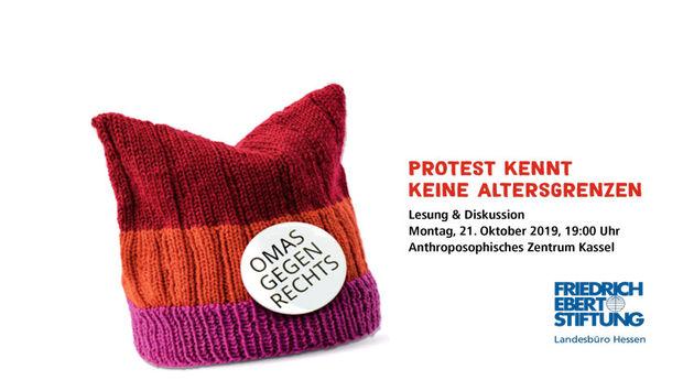 Eine rote Strickmütze (das Erkennungszeichen der Gruppe Omas gegen Rechts) neben der Veranstaltungsankündigung